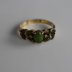 Jewelry - Green gem ring